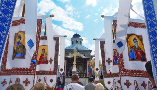 На Тернопільщині перенесли прощу до реліквії Тернового вінка Господнього