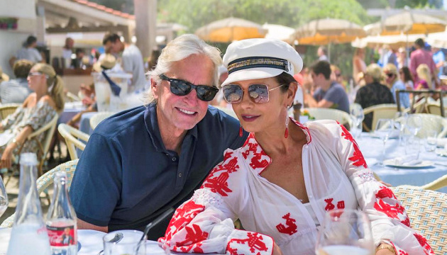 Catherine Zeta-Jones spotted wearing Ukrainian embroidery shirt