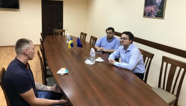 Політв'язень Кремля Олександр Стешенко повернувся додому