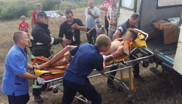 Підліток з Миколаївщини, який намагався зробити селфі на електроопорі, помер у лікарні