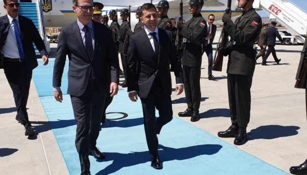 Zelensky arrives on official visit to Turkey