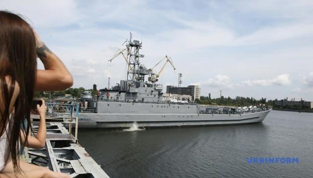 ミコライウ港に上陸用舟艇「ユーリー・オレフィレンコ」が改修目的で来航