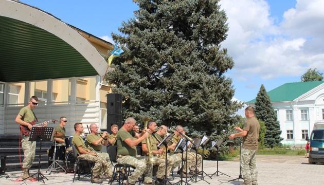 На Луганщині стартував концертний тур до річниці Незалежності