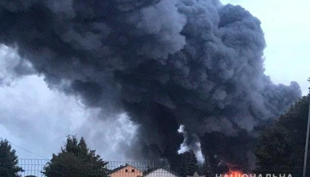 Поліція встановлює причини пожежі на птахофабриці Київщини