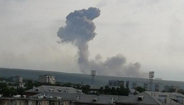 В РФ є загроза повторних вибухів на складі боєприпасів, йде евакуація