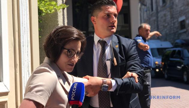 Журналістку РФ заблокували охоронці під час візиту Зеленського до Вселенської Патріархії