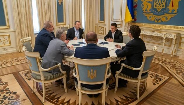 Zelensky se reúne con representantes de los tártaros de Crimea en la Oficina del Presidente (Fotos)
