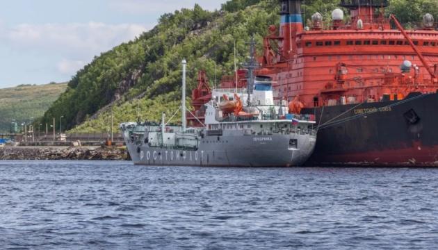 Біля полігону в Архангельську помітили танкер для збору радіоактивних відходів