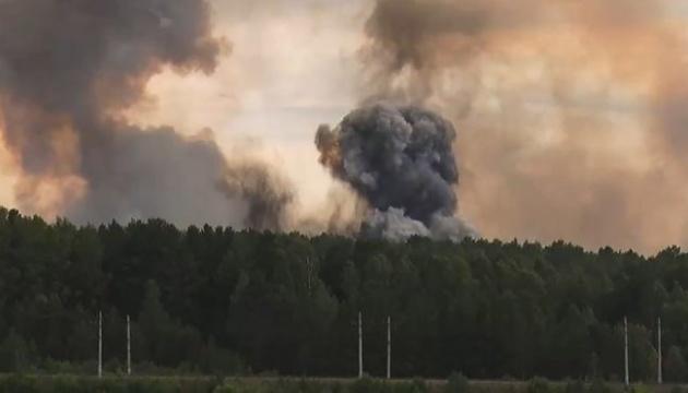 В РФ изменили движение поездов из-за взрывов на полигоне в Красноярском крае