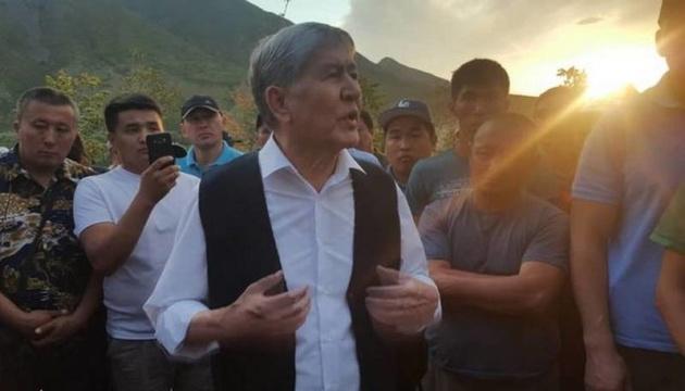 МВД Кыргызстана показало, сколько оружия нашли в доме Атамбаева