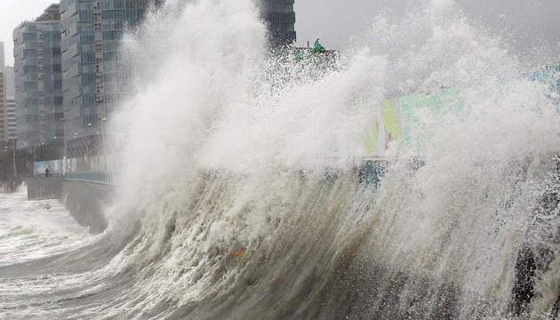 В Японии из-за тайфуна отменили 300 рейсов