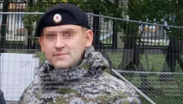 У Росії встановили особу силовика, який бив активістку в живіт