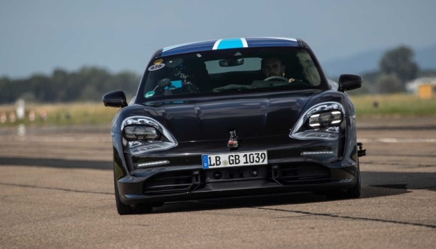Porsche представить у вересні свій перший електрокар