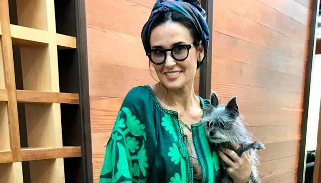 Demi Moore elige un vestido de la diseñadora ucraniana