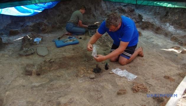 Археологи показали знахідки, які розкопали на Більському городищі