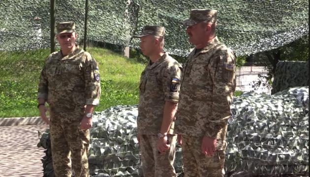 Хомчак представил личному составу нового командующего Объединенных сил