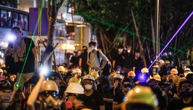 В аэропорту Гонконга полиция применила слезоточивый газ