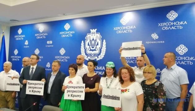 У Херсоні відбувся флешмоб проти репресій у Криму та на підтримку політв'язнів