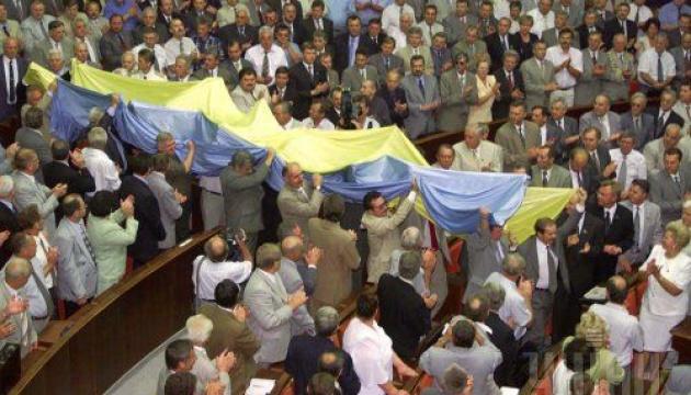 Колись до Дня Незалежності України і «дєдушке Леніну» квіти покладали…