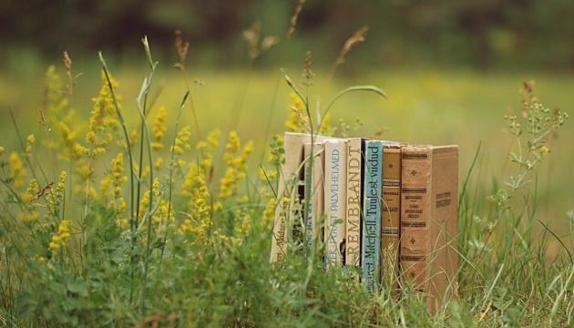 Перечитати спеку: 20 книжок для літньої відпустки