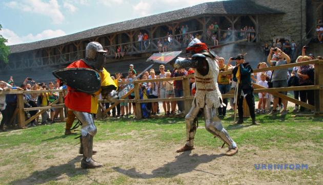 Факельна хода та інквізиція: Кам'янець перенесе туристів до середньовіччя