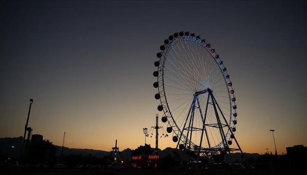 Гігантське колесо огляду відкрилося в Анталії
