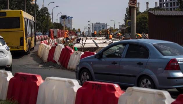У Києві на Борщагівському шляхопроводі встановили нові балки