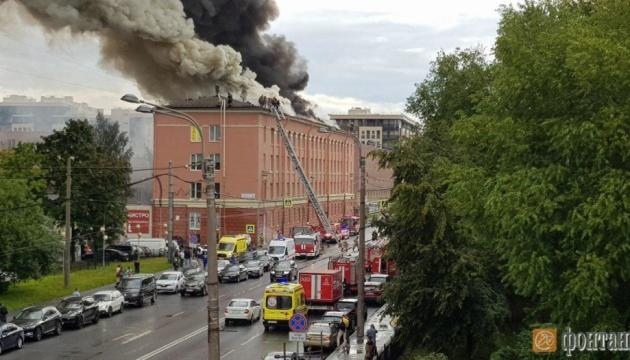 В Петербурге горит бизнес-центр «Ленинград»