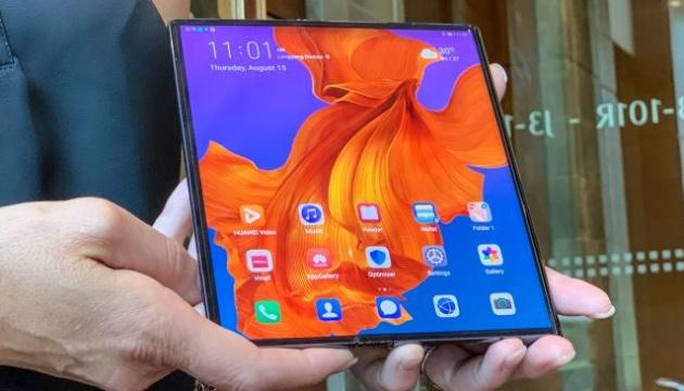 Huawei відклав старт продажів гнучкого смартфона