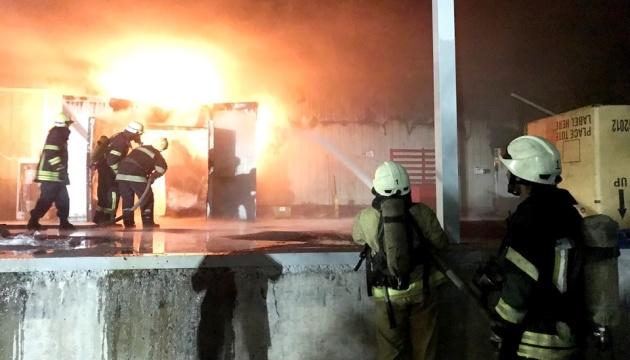 В Запорожье пожар на рыбном складе тушили 45 спасателей