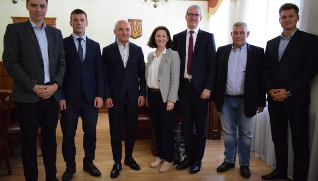 Швейцарскому инвестфонду представили карту проектов «чистой» энергетики Украины