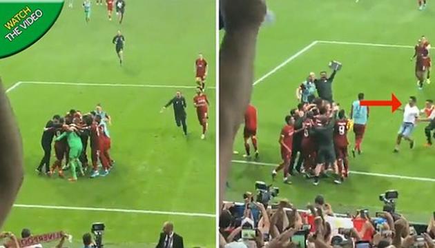 """Воротар """"Ліверпуля"""" отримав травму під час святкування перемоги в Суперкубку УЄФА"""