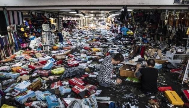 Аномальный ливень в Стамбуле: затопленный Гранд-базар эвакуировали