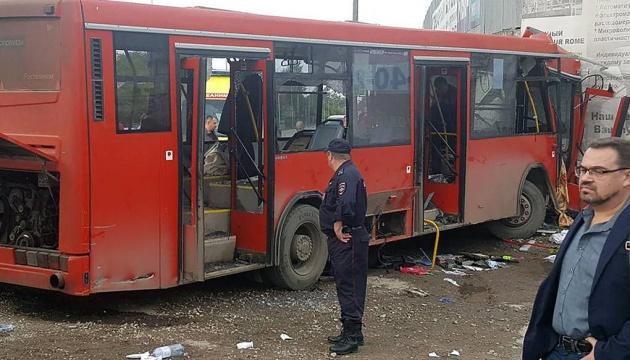 У Росії маршрутка врізалася в будинок: один загиблий, десятки постраждалих