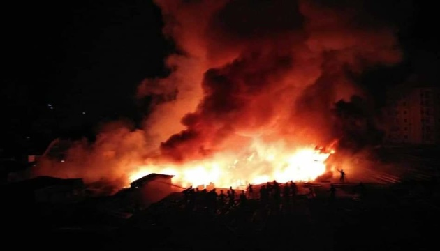 В столице Бангладеш пожар уничтожил 15 тысяч домов