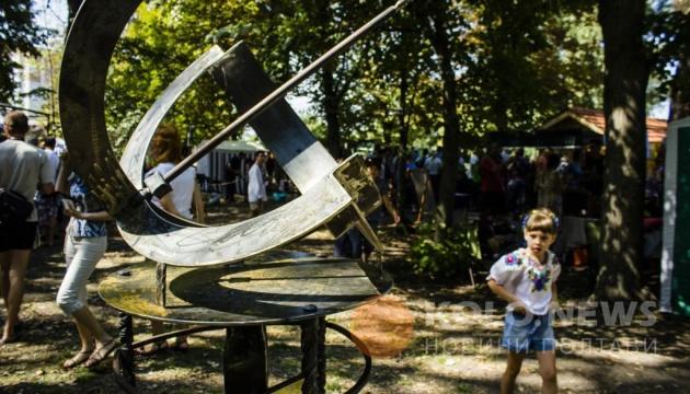 На честь загиблого в АТО коваля викують 300-кілограмовий сонячний годинник