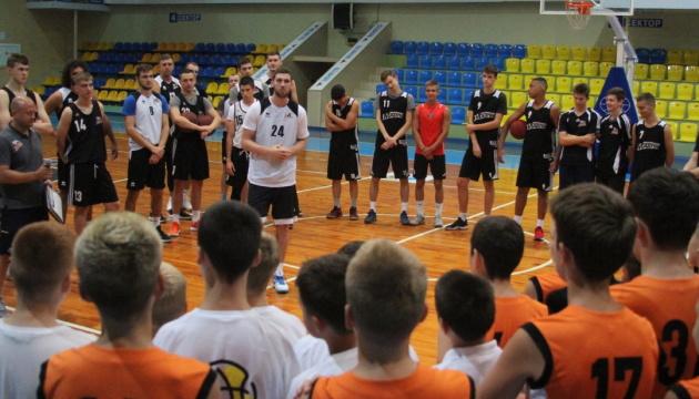 У Черкасах відбувся мінікемп баскетболіста НБА Святослава Михайлюка