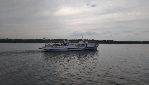 Туристам запропонували подорож Дніпром навколо Хортиці