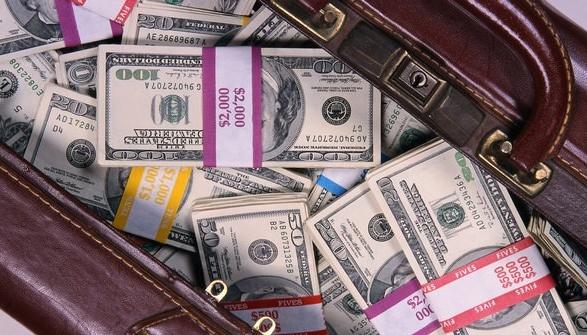 Российский дипломат пытался вывезти из Молдовы более $60 тысяч