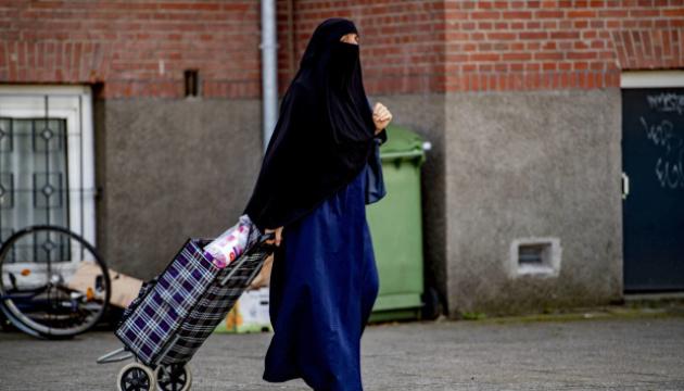 В Нидерландах водитель автобуса отказался ехать с женщиной в никабе
