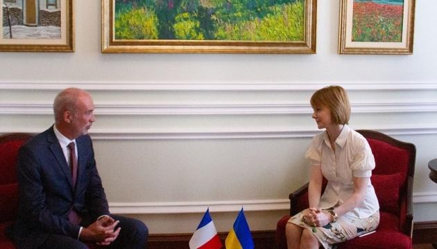 Le nouvel ambassadeur de France a remis la copie de ses lettres de créances à la vice-ministre des Affaires étrangères
