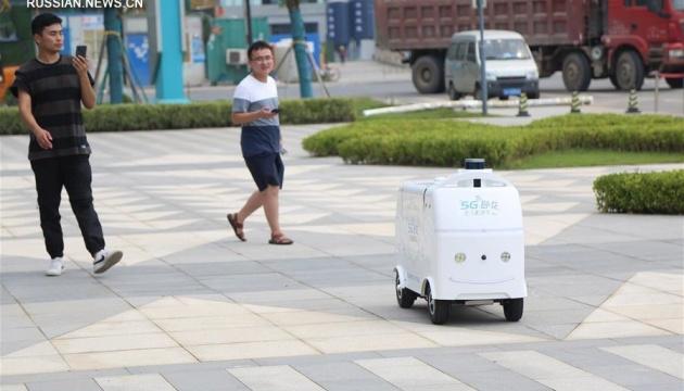 У Китаї розпочали доставку безпілотним 5G-автомобілем