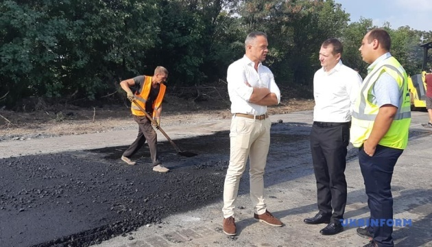 Керівник Укравтодору розповів, коли завершиться ремонт траси Запоріжжя — Маріуполь