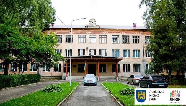 Мільйон за лідерство в ЗНО: Львівський фізико-математичний ліцей отримав від міста премію