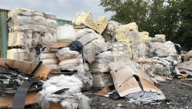 У Канаді навчилися переробляти пластик у пальне