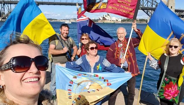 Українці з усього світу долучилися до святкового флешмобу до Дня Державного Прапора України