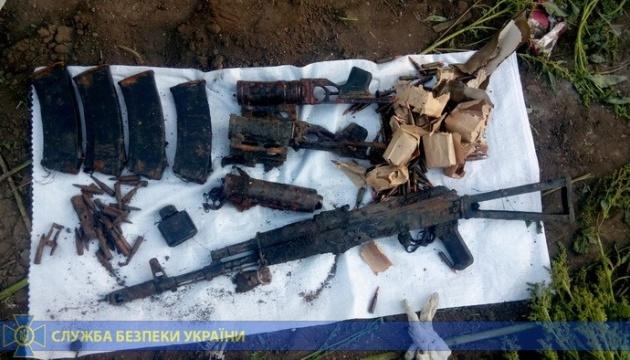 СБУ нашла схрон с оружием в заброшенной школе в районе ООС