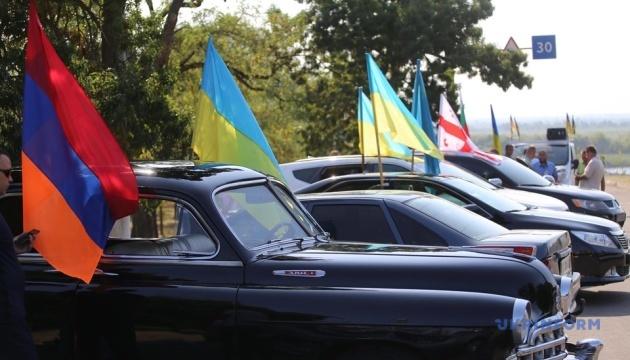 У Херсоні на День Державного Прапора влаштували автопробіг