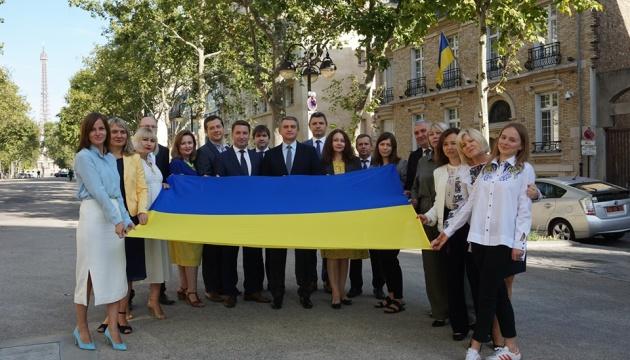 В українських дипустановах за кордоном відзначають День Державного Прапора