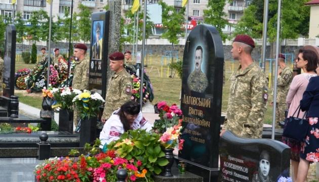 У Житомирі в День Державного Прапора вшанували загиблих на Донбасі військових